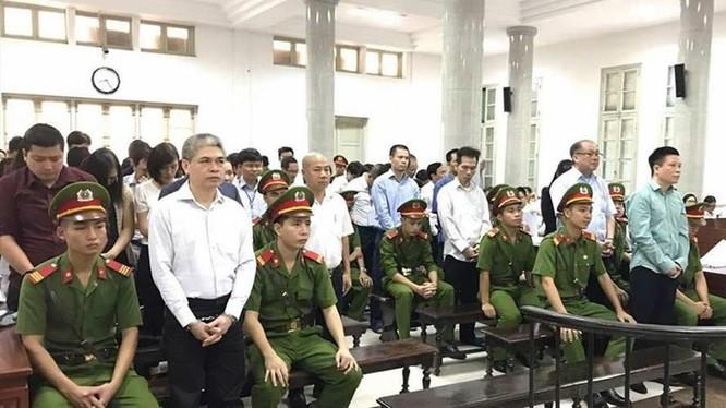 """Quang cảnh phiên xét xử sơ thẩm """"đại án"""" Ocean Bank - Hà Văn Thắm. (Ảnh: Internet)"""