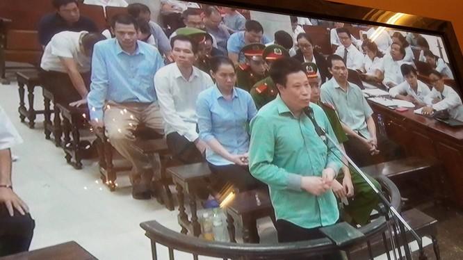 Hà Văn Thắm trong phần tự bào chữa chiều 19/9. (Ảnh chụp màn hình: X.T)