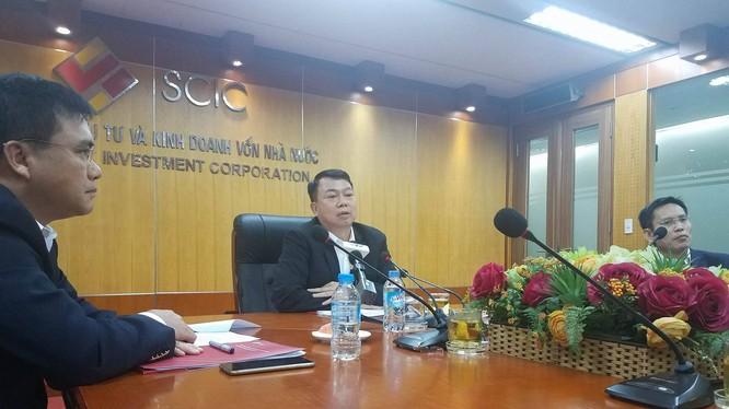 Chủ tịch SCIC Nguyễn Đức Chi và hai P.TGĐ Nguyễn Chí Thành (trái), Nguyễn Hồng Hiển (phải) trong buổi họp báo sáng 16/10. (Ảnh: X.T)