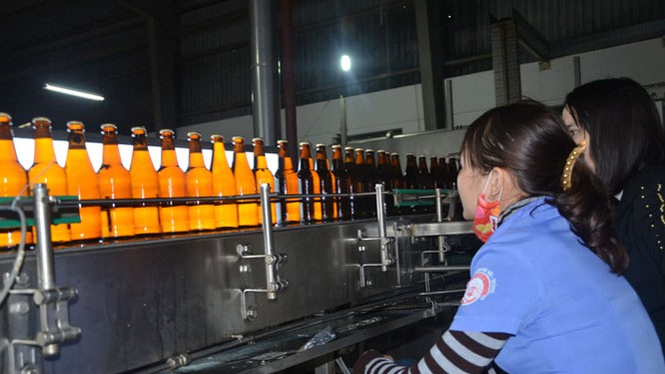 Hệ thống kiểm tra chất lượng sản phẩm tại CTCP Bia Hà Nội - Quảng Bình. (Ảnh: SCT Quảng Bình)
