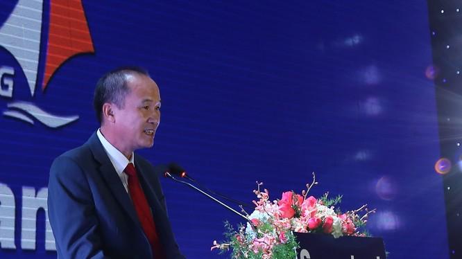 Ông Dương Công Minh đã hy sinh nhiều điều để đến với Sacombank. (Ảnh: STB)
