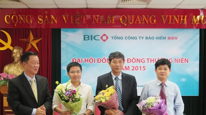 Ông Cao Cự Trí (thứ hai từ bên phải) trong ngày được bầu làm Trưởng Ban Kiểm soát BIC nhiệm kỳ 2015 - 2020. (Ảnh: BIC)