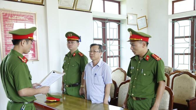 Khởi tố bị can, bắt tạm giam đối với Đinh Văn Dũng, nguyên Tổng giám đốc Công ty Cổ phần Chăn nuôi Bình Hà. (Ảnh: Công an Hà Tĩnh)