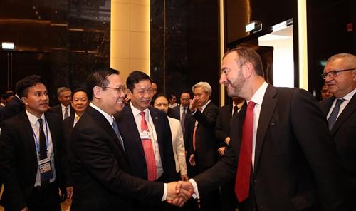 Phó thủ tướng tại buổi đối thoại với 40 Tập đoàn tài chính, công nghệ toàn cầu và 5 doanh nghiệp trong nước. Ảnh: VGP