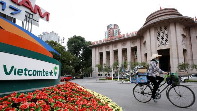 NHNN đã chấp thuận cho Vietcombank tăng vốn thêm 10%: Mở đường đón GIC? (Ảnh: Nikkei)