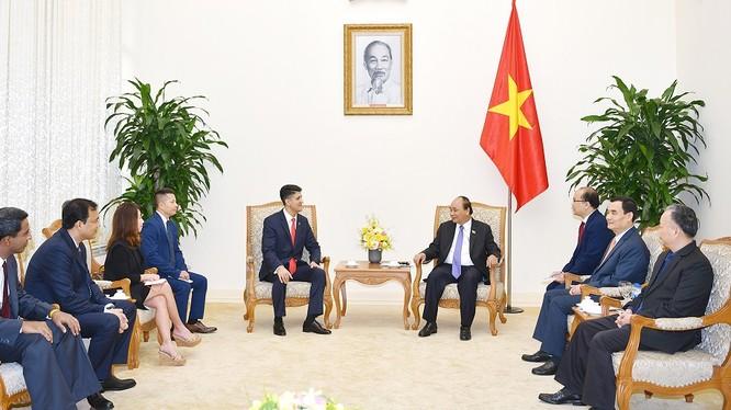 Thủ tướng Nguyễn Xuân Phúc tiếp Chủ tịch Tập đoàn Coca-Cola Cali Dragan. Ảnh: VGP/Quang Hiếu.