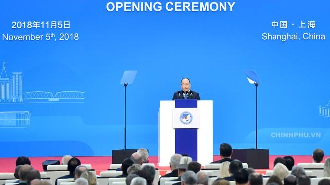 Thủ tướng Nguyễn Xuân Phúc phát biểu tại lễ khai mạc Hội chợ CIIE 2018 - Ảnh: VGP/Quang Hiếu