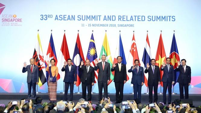 Thủ tướng Nguyễn Xuân Phúc và lãnh đạo các nước ASEAN. Ảnh: VGP/Quang Hiếu