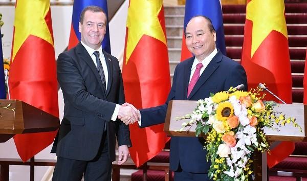 Thủ tướng Nguyễn Xuân Phúc và Thủ tướng Liên bang Nga Dmitry Medvedev - Ảnh: VGP/Quang Hiếu