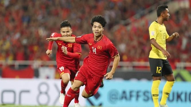 Công Phượng là tác giả của một trong hai bàn thắng ở vòng bảng AFF Cup năm nay vào lưới Malaysia. Ảnh: Đức Đồng.
