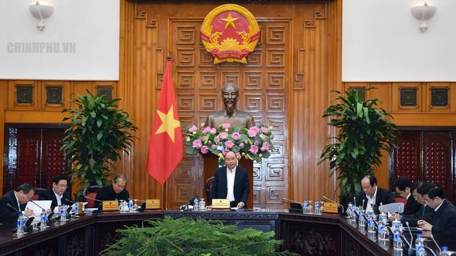 Thủ tướng Chính phủ Nguyễn Xuân Phúc, Trưởng Tiểu ban Kinh tế - Xã hội chuẩn bị Đại hội XIII của Đảng chủ trì cuộc họp.