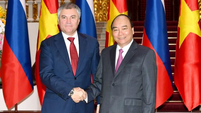 Thủ tướng Nguyễn Xuân Phúc và Chủ tịch Duma quốc gia Nga Vyacheslav Viktorovich Volodin. (Ảnh: VGP)