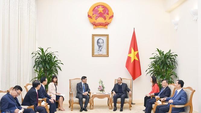 """""""Samsung luôn coi Việt Nam là cứ điểm chiến lược"""" - Chủ tịch kiêm CEO Công ty Điện tử Samsung Shim Won Hwan khẳng định. (Ảnh: VGP)"""