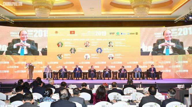 Toàn cảnh phiên đối thoại chính sách cấp cao của Diễn đàn Kinh tế Việt Nam 2019. (Ảnh: VGP)