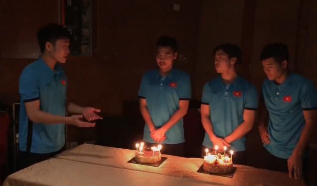 """Bữa tiệc sinh nhật của Phạm Đức Huy trong đêm kỳ diệu 20/1/2019. Đêm nay, khi thổi nến """"hoàng tử bánh gấu"""" sẽ ước gì???"""
