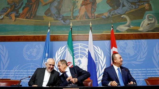 Ngoại trưởng các nước Iran, Nga và Thổ Nhĩ Kỳ trong cuộc gặp tại Geneva hôm 29/10 (Ảnh: Reuters)