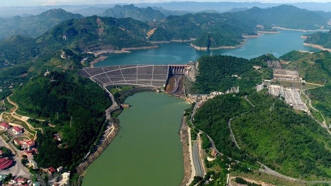 """Hai nhà máy của """"Shark"""" Liên và doanh nhân 8x Tuấn """"Gelex"""" sẽ cùng dùng chung nguồn nước mặt Sông Đà ở hạ lưu Đập thủy điện Hòa Bình"""
