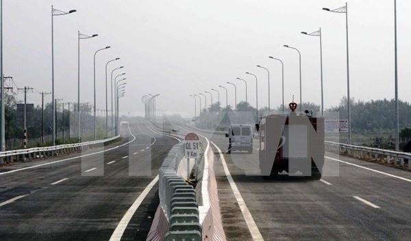 Trên thực tế, nhiều dự án hạ tầng giao thông nay đã quay trở lại thời kỳ Bộ Giao thông vận tải (GTVT) chịu trách nhiệm phê duyệt, do Ủy ban Quản lý vốn Nhà nước không đủ thẩm quyền về luật để phê duyệt các dự án này. Ảnh minh họa đoạn tuyến cao tốc Long T