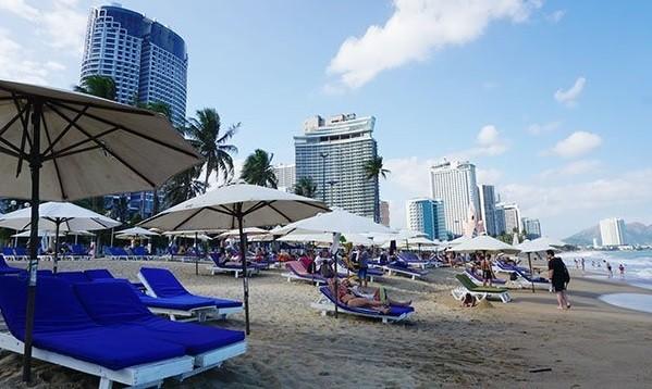 Một góc bãi biển Nha Trang. Những ngày này, công suất phòng của nhiều khách sạn tại Nha Trang rất thấp do vắng khách Trung Quốc . Ảnh: Minh Duy