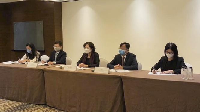 Phó Thống đốc NHNN Nguyễn Thị Hồng làm việc với đại diện Bộ Tài chính Mỹ (Nguồn: sbv.gov.vn)