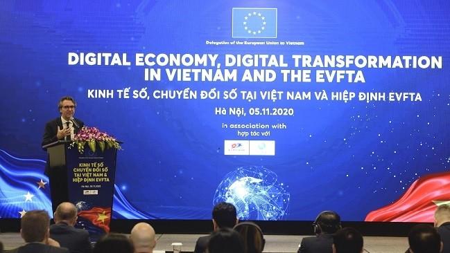 Ông Giorgio Aliberti, Đại sứ châu Âu tại Việt Nam phát biểu khai mạc Hội nghị bàn tròn Kinh tế số, chuyển đổi số tại Việt Nam và hiệp định EVFTA.