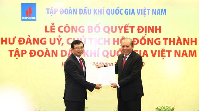 Phó Thủ tướng Thường trực trao quyết định bổ nhiệm Chủ tịch Tập đoàn Dầu khí (Nguồn: VGP/Lê Sơn)