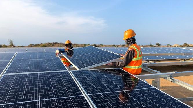 Namphuong Energy đã thay đổi ngành nghề kinh doanh chính từ 'sản xuất, truyền tải và phân phối điện' sang 'hoạt động tư vấn quản lý' (Ảnh minh họa - Nguồn: Internet)