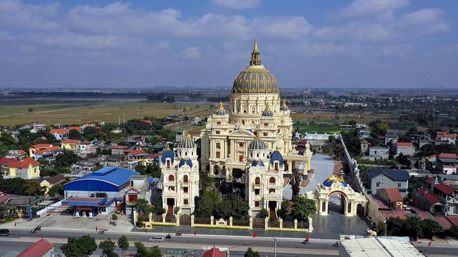 """Toàn cảnh toà lâu đài Thành Thắng Palace của """"đại gia"""" Đỗ Văn Tiến (Nguồn: Internet)"""