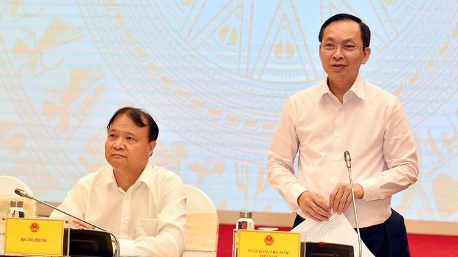 Phó Thống đốc NHNN Đào Minh Tú (phải) - Nguồn: VGP