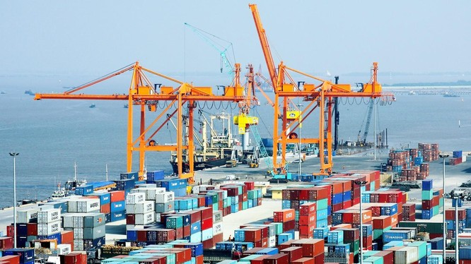 Tính từ đầu năm đến hết ngày 15/5/2021, cán cân thương mại hàng hóa thâm hụt 353 triệu USD (Ảnh: Internet)
