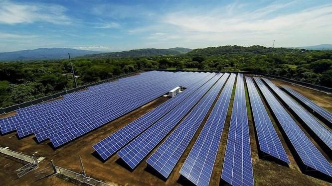 Nhà máy điện mặt trời Thanh Hóa 1 có công suất 160MW, tổng vốn đầu tư 2.824 tỉ đồng (Ảnh minh họa - Nguồn: Internet)