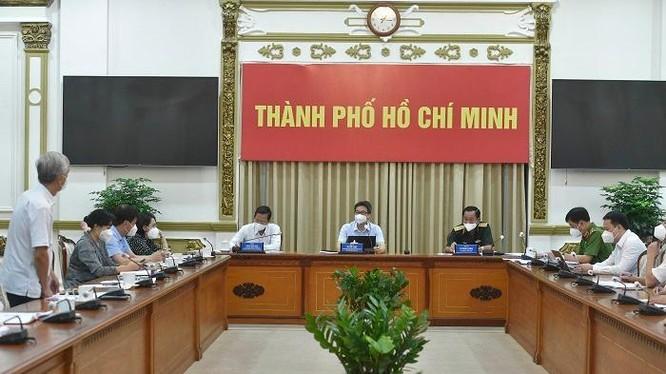 Phó Thủ tướng Vũ Đức Đam cùng Tổ Công tác đặc biệt của Chính phủ làm việc với Ban Chỉ đạo phòng, chống dịch của TP.HCM (Nguồn: hochiminhcity.gov.vn)