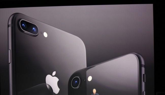 Hình ảnh iPhone 8 và iPhone 8 Plus vừa ra mắt (ảnh: The Verge)