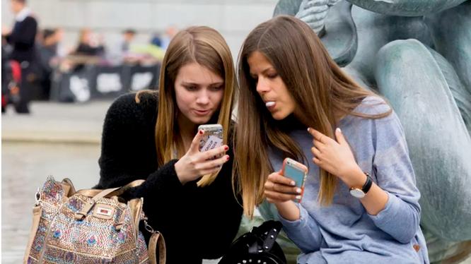 Học sinh Pháp sẽ bị cấm sử dụng điện thoại trong lớp học từ học kỳ tới (Nguồn: Cnet)
