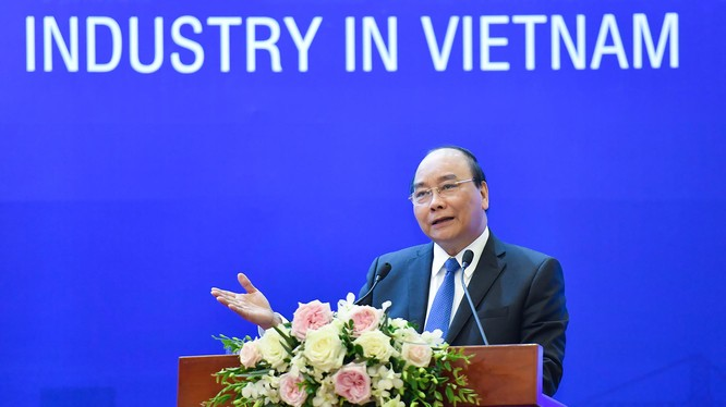 Thủ tướng Nguyễn Xuân Phúc chủ trì hội nghị về các giải pháp thúc đẩy phát triển công nghiệp hỗ trợ. (Ảnh: VGP)