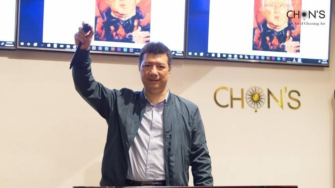 Bình luận viên Quang Huy là người điều hành phần đấu giá bức tranh về ông Park Hang-Seo