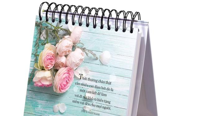 Chào năm mới với những trang sách để bàn thấm đẫm yêu thương