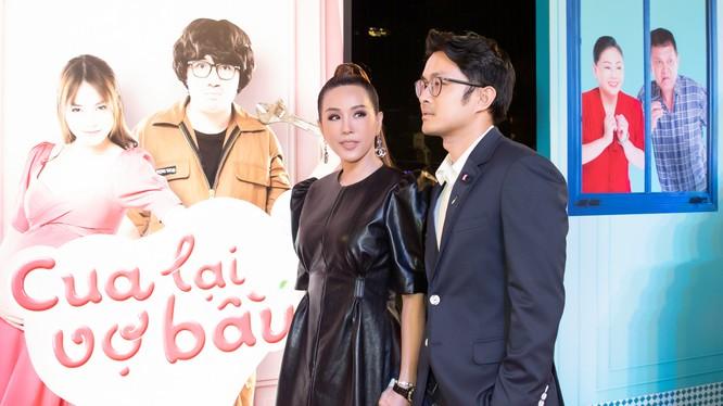 Hoa hậu Thu Hoài và bạn trai doanh nhân sánh bước bên nhau