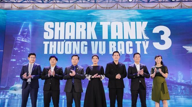 """Các """"cá mập"""" ở Shark Tank mùa 3."""