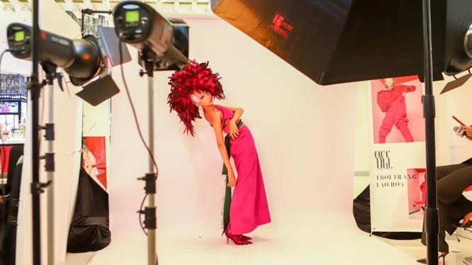 Vòng 2 Top Model Online các thí sinh đã có những buổi photoshoot đầy ấn tượng