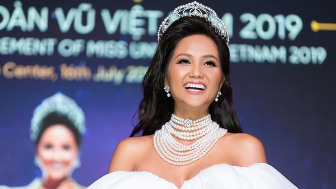 Cận cảnh chiếc vương miện trị giá tương đương 2,7 tỷ dành cho hoa hậu H' Hen Niê