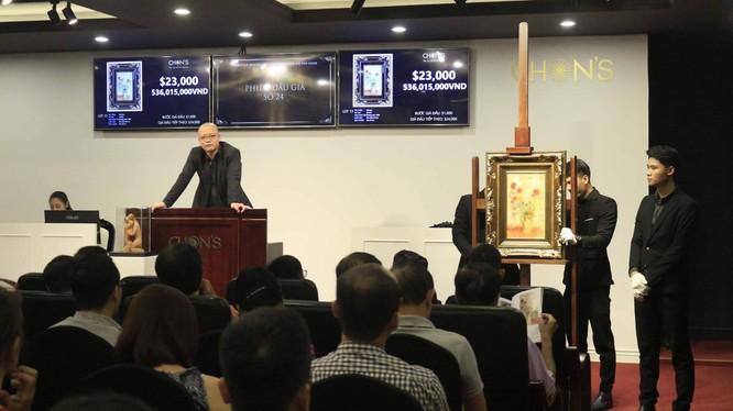 """Tác phẩm """"Sắc hoa"""" của danh họa Lê Phổ được bán với giá gõ búa là 27.000 USD (hơn 600 triệu đồng) trong phiên đấu tối 28/7"""