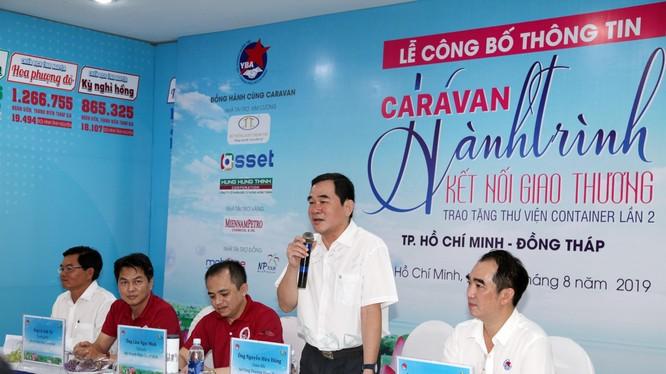 Ông Nguyễn Hữu Dũng (Giám đốc Sở Công Thương tỉnh Đồng Tháp) về TP.HCM đại diện tiếp nhận Thư viện Container cho Đồng Tháp