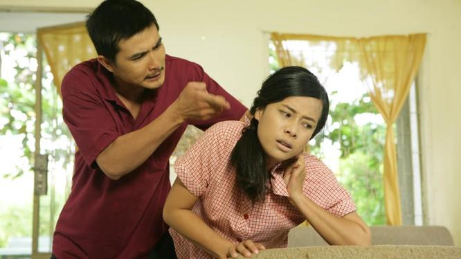 Như Ngọc (Lê Chi Na thủ vai) bị chồng bạo hành tàn tệ ngay trong chính tổ ấm gia đình
