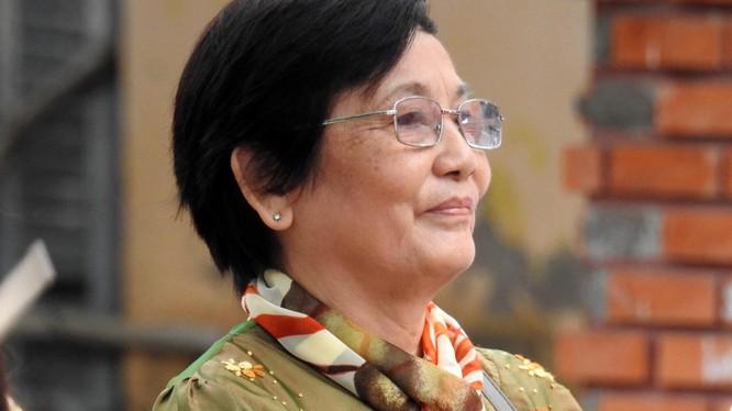 Nhà văn Dạ Ngân trên hành trình trao học bổng Quỹ khuyến học Dạ Ngân - Nguyễn Quang Thân