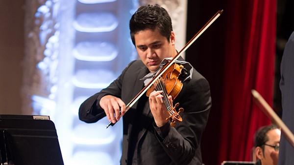 Tiến sĩ - NSƯT Bùi Công Duy được coi là tay đàn violin số 1 Việt Nam hiện nay