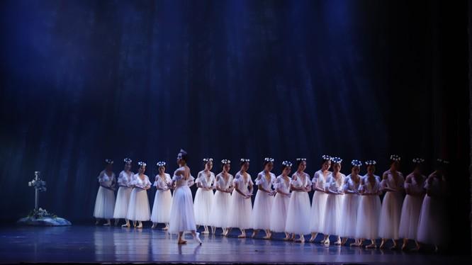 Nữ hoàng của các linh hồn Wilis và các nàng tiên trong vở múa Giselle