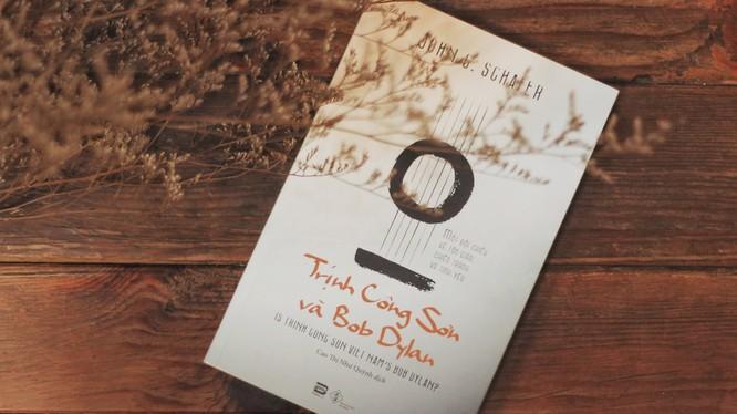 """Bìa cuốn """"Trịnh Công Sơn và Bob Dylan"""" (Phan Books ấn hành)"""