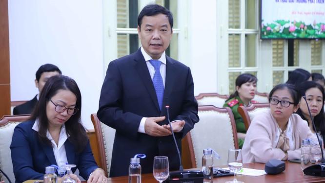 Ông Nguyễn Văn Phước, Giám đốc First News nhận giải thưởng của Bộ VHTT&DL vì đã có thành tích xuất sắc trong phát triển văn hóa đọc.