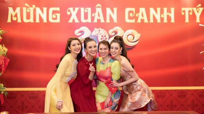 Các người đẹp, Hoa hậu Hoàn vũ Việt Nam hội ngộ mừng năm mới 2020